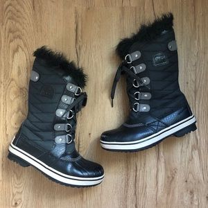 Girls Lace Up Black Sorel Boots w/ Faux Fur